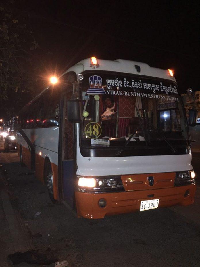 Xe đi Campuchia ban đêm