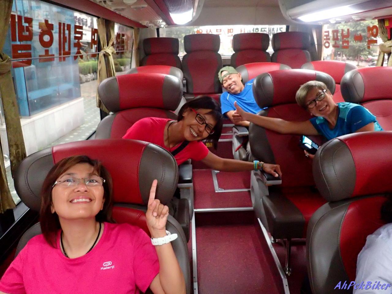 26 Cyclist On Airport Limo Bus Busan Gimhae Airport D16 Busan South Korea Cycling 5621 1 - Vé xe đi Campuchia nhân dịp lễ 2-9
