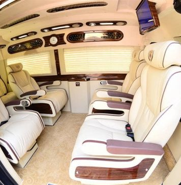 Thuê xe limousine 10 chỗ đi Campuchia